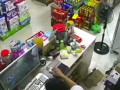 监控:四川宜宾珙县地震,超市老板正玩游戏,扔鼠标瞬间撒腿狂跑 (0播放)